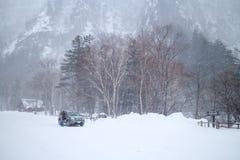 En stor snöstorm på snöbergområde i Hokkaido, Japan Royaltyfri Foto