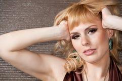 En stor stående av en härlig blond flicka Fotografering för Bildbyråer