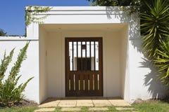 Trädgården hänrycker dörren Royaltyfri Foto