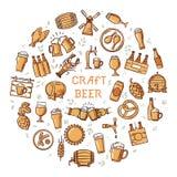 En stor uppsättning av färgrika symboler på ämnet av öl, dess produktion och bruk i format royaltyfri fotografi