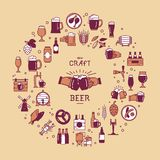 En stor uppsättning av färgrika symboler på ämnet av öl, dess produktion och bruk i vektorformat stock illustrationer