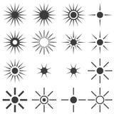 En stor uppsättning av solar eller stjärnor av grå färg på ett vitt stock illustrationer