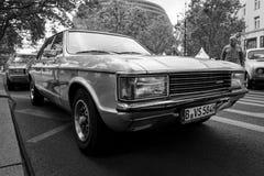 En stor utövande bil Ford Granada Mark I Europa, 1976 Arkivbilder