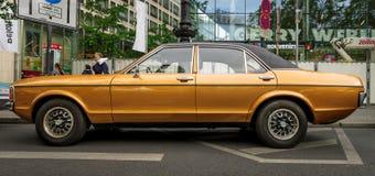 En stor utövande bil Ford Granada Mark I Europa, 1976 Royaltyfri Foto
