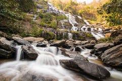 En stor vattenfall i det Chiang Mai landskapet, Thailand Arkivbild