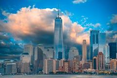 En storartad sikt av den lägre Manhattan royaltyfri fotografi