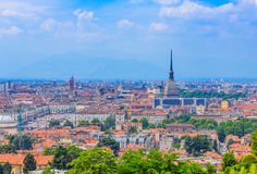 En storartad sikt av Turin med vågbrytaren Antonelliana, det arkitektoniska symbolet av Turin Royaltyfria Bilder