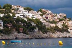 En storm är kommande i Peguera på Mallorca Arkivbild