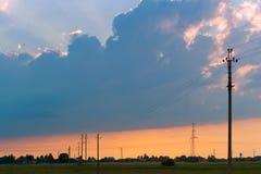 En storm är kommande, stormmoln samlar för hällregnet arkivfoto