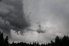 En storm bryggar och på dess väg Arkivfoton