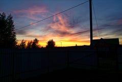 En stråle av solen på solnedgången till och med moln Arkivbilder