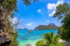 En strand av Angthong Marine National Park Royaltyfria Foton