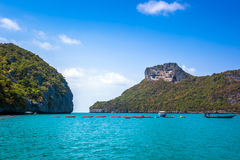 En strand av Angthong Marine National Park Royaltyfri Foto