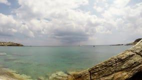 En strand i ön av Paros i det Aegean, Grekland lager videofilmer