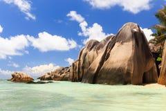 En strand i Seychellerna Arkivbild