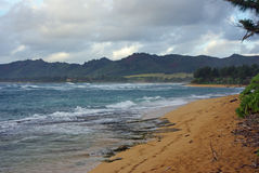 En strand på Kauai - hawaianska öar Arkivbild