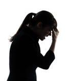 Trött silhouette för affärskvinnahuvudvärk Fotografering för Bildbyråer