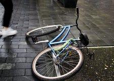 En stupad cykel Royaltyfria Foton