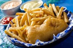 En styckfisk och chiper Royaltyfri Foto