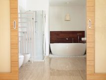 En suite bathroom with free standing bath Royalty Free Stock Photography