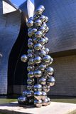 En superposition klumpa ihop sig statyn Royaltyfri Fotografi