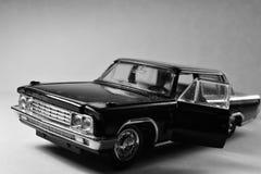 En svart bil royaltyfria bilder
