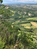 En svepande sikt av en dal i Tuscany arkivbild