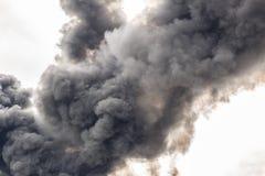 En täckande del för tjock rök av himlen Fotografering för Bildbyråer