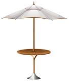 En tabell med ett strandparaply Royaltyfri Fotografi