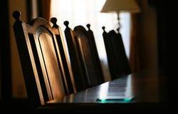 En tabell och en stol av matsalen Royaltyfri Bild