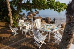 En tabell som äter lunch i strand av Saco, gör Mamangua Royaltyfri Bild