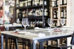En tabelluppsättning på restaurangen Arkivfoto