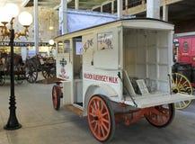En tappning mjölkar vagnen på Texas Cowboy Hall av berömmelse Arkivfoto