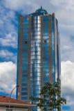 En tekniskt avancerad modern byggnad i mitten av Kuala Lumpur Royaltyfri Bild
