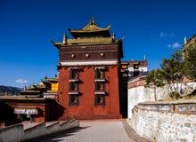En tempel i Rikaze, Tibet, Zhashilunbu tempel arkivbild