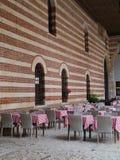 En terrass på piazzadeisignorina i Verona Royaltyfria Bilder