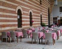 En terrass på piazzadeisignorina i Verona Arkivfoton