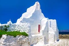 En 14th århundradeParaportiani kyrka på ön av Mykonos royaltyfria bilder