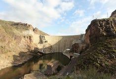 En Theodore Roosevelt Dam Shot på Arizona tillståndsrutt 188 Royaltyfri Foto