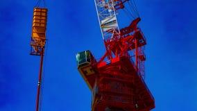 En tidschackningsperiod av rörande kranar på under-konstruktionen i Tokyo closeuplutande lager videofilmer