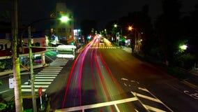 En timelapse av den i stadens centrum gatan på OUME-avenyn i bred skjuten zoom Tokyo för lång exponering arkivfilmer