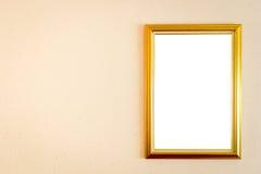 En tom bildram som hänger på väggen Arkivbilder