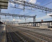 En tom järnvägsstation Arkivbild