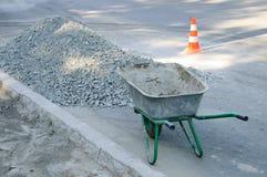 En tom konstruktionsvagn på trottoaren royaltyfri fotografi