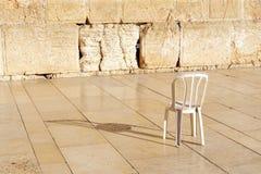 En tom stol på den västra väggen Jerusalem Royaltyfri Bild