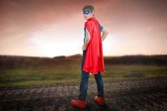 En toppen hjälte för pojke Arkivbild
