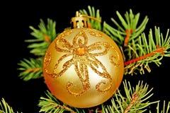 En toy på entree med porslin Jultomte och gran - tree Arkivfoton