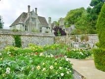 En trädgård på mangårdsbyggnaden royaltyfria foton