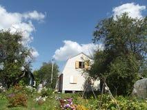 En trädgård under himlen Arkivfoto
