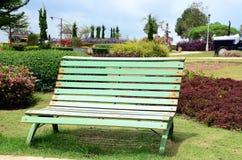 En trädgårds- bänk Royaltyfri Foto